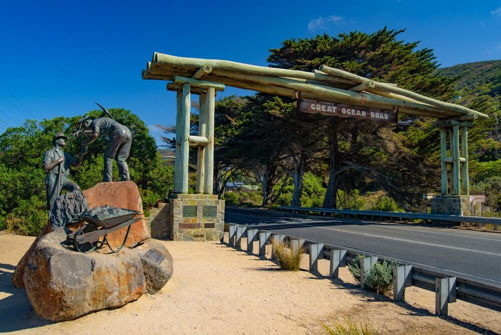 Melbourne Private Tours Travelling along Great Ocean Road